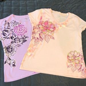 2 Large Women's Floral Graphic T Shirts
